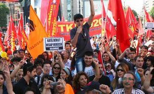 Des manifestants anti-Erdogan à Ankara, en Turquie, le 8 juin 2013.