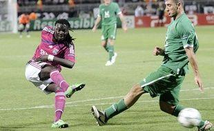 L'attaquant lyonnais Bafé Gomis contre le Rubin Kazan lors du match aller des barrages de la Ligue des Champions au stade de Gerland, le 16 août 2011.