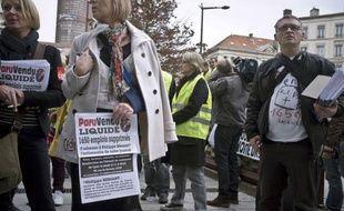 """L'éditeur de """"ParuVendu"""", leader de la presse gratuite d'annonces, en péril face à la concurrence sur internet et à la crise, a été mis en liquidation jeudi à Lyon, entraînant le licenciement de ses 1.650 salariés, soit le plus gros plan social de l'année en France."""