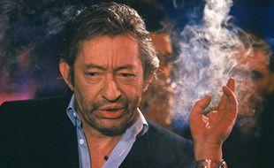 Serge Gainsbourg sur le plateau de Lunettes noires pour nuit blanche, en avril 1989.
