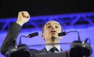 """Le secrétaire général de l'UMP, Jean-François Copé, a appelé samedi les cadres du parti majoritaire, réunis à Paris, à la """"mobilisation"""" pour faire gagner Nicolas Sarkozy en 2012 et empêcher le PS d'engager """"la grande braderie de la France""""."""