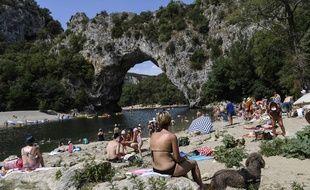 La préfecture de l'Ardèche a pris un arrêté interdisant l'alcool dans les gorges de l'Ardèche du 1er mai au 30 septembre.