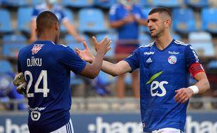 Stefan Mitrovic devrait retrouver son partenaire en défense centrale, Alexander Djiku, vendredi contre Marseille.
