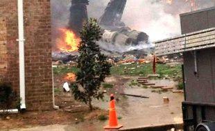 Un chasseur F18 de la Navy s'est écrasé sur un complexe d'appartement à Virginia Beach, aux Etats-Unis, le 6 avril 2012, sans faire de victimes.