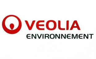 Le titre du groupe Veolia Environnement chutait lundi matin à la Bourse de Paris, signant la plus forte baisse du CAC 40, après des informations de presse évoquant le départ de son PDG Antoine Frérot qui pourrait être remplacé par l'ancien ministre Jean-Louis Borloo.