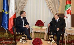 Emmanuel Macron a rencontré, le 6 décembre 2017 le président de la République algérienne, Abdelaziz Bouteflika.