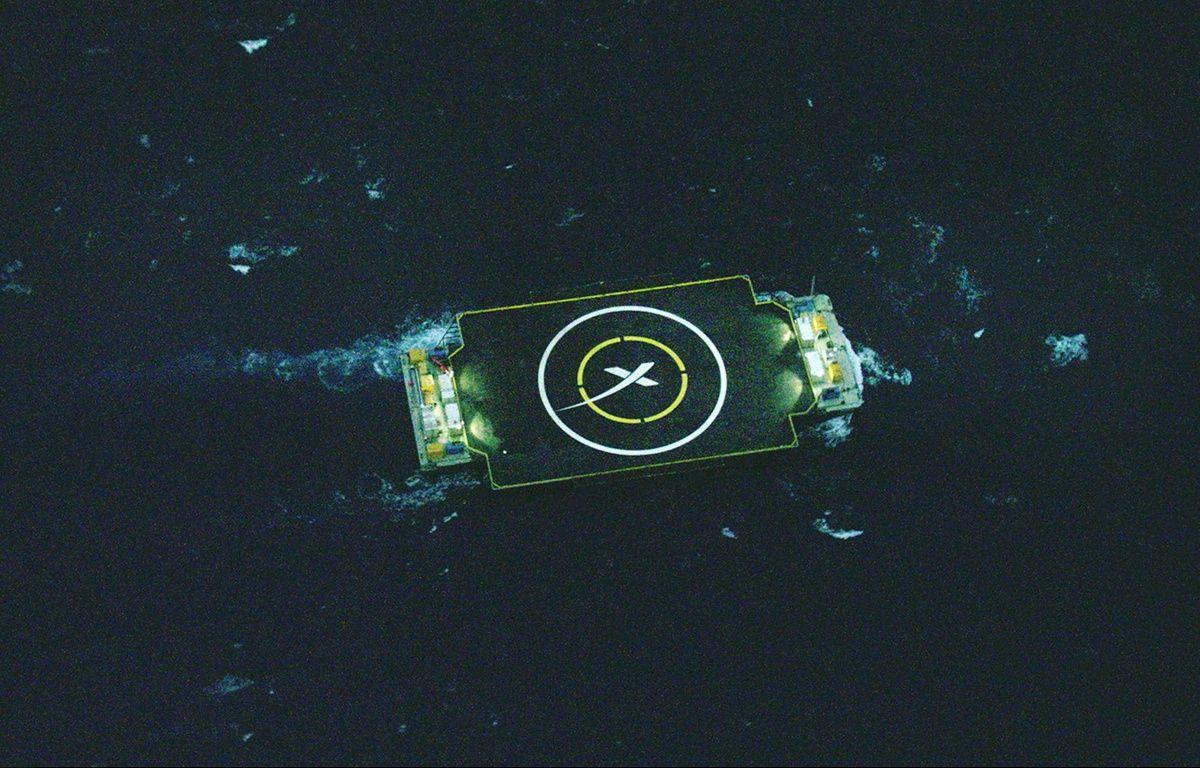 La barge sur laquelle doit atterrir la fusée Falcon 9 de SpaceX, dans l'océan atlantique. – AP/SIPA