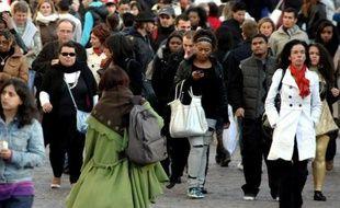 Deux Français sur trois (68%) déclarent subir actuellement les effets de la crise économique dans leur vie personnelle et dans celles de leurs proches, un chiffre stable par rapport aux études précédentes, selon un sondage Ifop à paraître dans Sud Ouest Dimanche.
