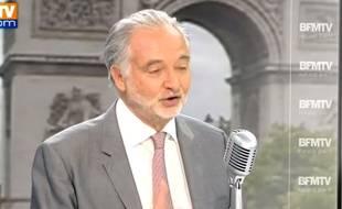 Paris, le 18 août 2014. Invité de Jean-Jacques Bourdin sur BFM TV, Jacques Attali a plaidé pour une hausse de la TVA