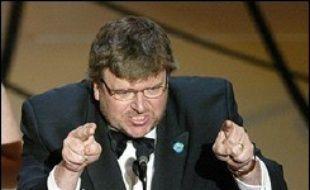 """En 2003, le polémiste Michael Moore, Oscar du meilleur documentaire, avait quitté la scène sous les huées de l'assistance. Il avait lancé un """"honte à vous M. Bush!"""", trois jours après le début de l'offensive américano-britannique contre le régime de Saddam Hussein."""