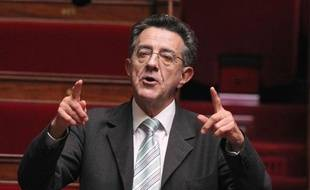Le député des Verts Yves Cochet s'adresse à l'Assemblée Nationale lors des questions au gouvernement, le  12 octobre 2010.