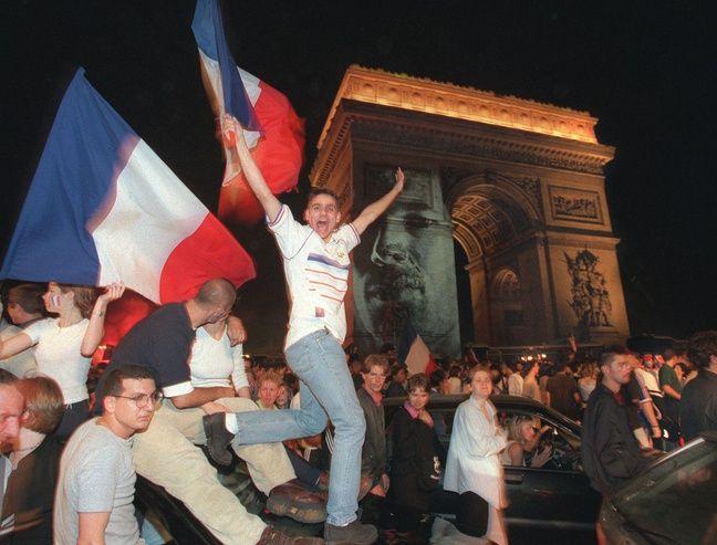 Les champs Elysées à Paris le 12 juillet 1998