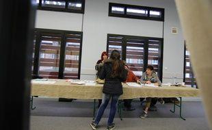 Un bureau de vote à Rennes lors du second tour des élections départementales.