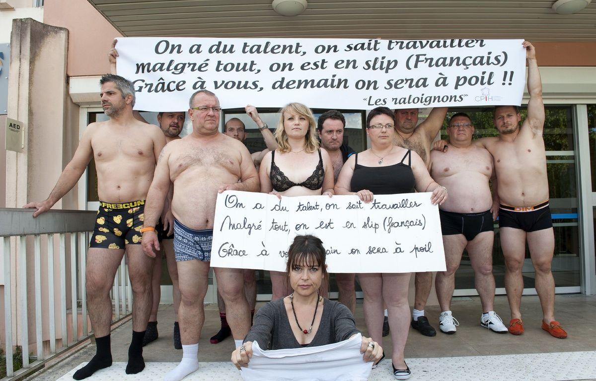 Des commerçants du mouvement des Raloignons devant le centre des impôts de Soyaux, en Charente, le 27 mai 2014. –  Jean Michel Nossant/SIPA