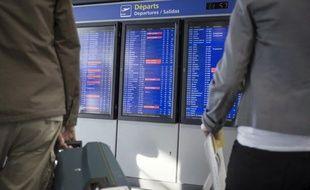 """La grève du syndicat minoritaire de pilotes SPAF d'Air France contre le plan de redressement du groupe, prévue de mercredi à dimanche, entraînera des """"perturbations très limitées"""" et l'ensemble des vols sera assuré mercredi, a indiqué mardi la direction de la compagnie."""