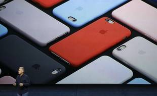 Phil Schiller, Apple's senior vice president of worldwide marketing, talks about the camera features of the new iPhone 6s and iPhone 6s Plus during the Apple event at the Bill Graham Civic Auditorium in San Francisco, Wednesday, Sept. 9, 2015. (AP Photo/Eric Risberg)/FX146/404365545871/1509092125