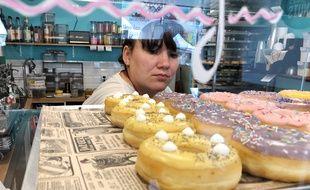 A Rennes, les donuts de chez Denise's Donuts sont préparés chaque jour par Jessica.