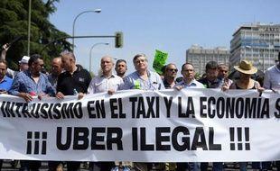 Des chauffeurs de taxis espagnols manifestent le 11 juin 2014 contre Uber à Madrid