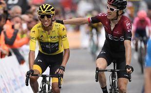Egan Bernal félicité par Geraint Thomas au terme de la 20e étape du Tour de France.