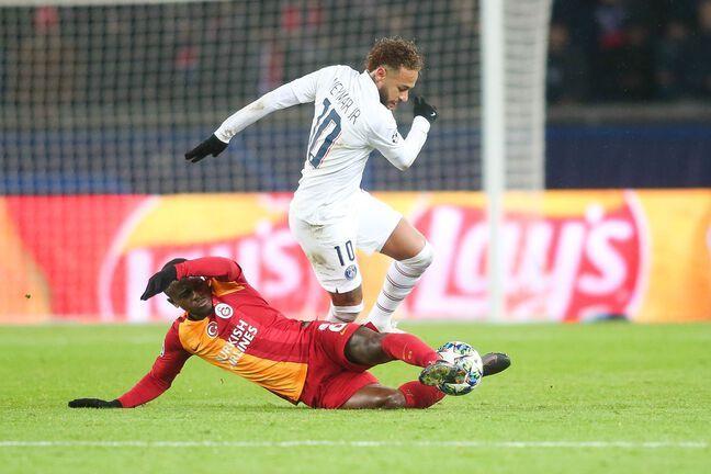 Jean-Michaël Seri face à Neymar en Ligue des champions avec Galatasaray.