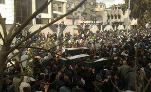 Le régime syrien renforce ses troupes dans la ville rebelle de Homs (centre), où la situation humanitaire devient insoutenable, et les maintient en état d'alerte dans la capitale Damas, théâtre de manifestations inédites ces derniers jours.