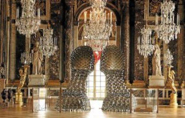 L'artiste portugaise Joana Vasconcelos présente ses œuvres loufoques et girly au château de Versailles jusqu'au 30septembre.