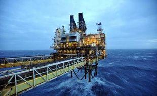 Le géant BP ne va investir que 20 milliards de dollars en 2015, contre les 24 à 26 milliards prévus jusque-là et après 22,9 milliards en 2014