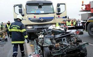 Le nombre de personnes tuées sur les routes de France métropolitaine a de nouveau fortement baissé en avril, de 22,2% sur un an, après de grosses inflexions en mars et en février, a annoncé vendredi la Sécurité routière dans un communiqué.