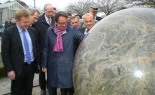 Alors secrétaire d'Etat chargé du commerce et de l'artisanat, Frédéric Lefebvre avait visité une entreprise granitière le 24 novembre 2011 à Louvigné-du-Désert (Ille-et-Vilaine).