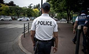 Un policier à Argenteuil dans le Val-d'Oise.