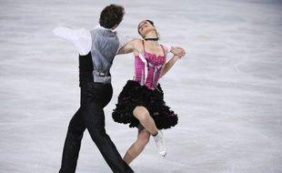 Les Français Nathalie Péchalat et Fabian Bourzat pointaient en tête provisoire du Trophée Bompard de patinage artistique après le programme court de danse sur glace qu'ils ont dominé vendredi sous les ovations de leurs supporteurs, sur la glace de Paris-Bercy.