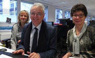 Daniel Lenoir, directeur général de la Caisse nationale des allocations familiales en chat, chez 20 Minutes avec ses collaboratrices, Isabelle Brohier (à g.) et Mariette Daval (à dr.) le 10 février 2016.