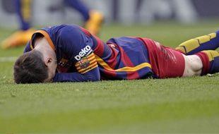 Lionel Messi a presque fait perdre connaissance à une spectatrice en lui tirant dans la tête, lors de Villareal-Barcelone (2-2) le 20 mars 2016.