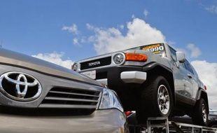 Le premier constructeur mondial d'automobiles, Toyota, a dépassé la barre des 10 millions de véhicules produits l'an passé, une prouesse jamais réalisée dans l'histoire plus que centenaire du secteur.