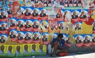 Sur les murs des villes, les candidats se livrent à une propagande massive.