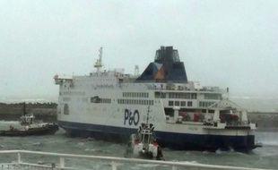 Le «Pride of Kent», en partance pour Douvres (Grande-Bretagne), aurait heurté une passerelle lors de sa manœuvre de sortie du port.