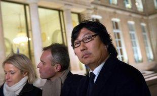 Jean-Vincent Placé, le président du groupe EELV au Sénat, a assuré mercredi que la prochaine loi de finances 2014 comporterait une augmentation de deux centimes du litre de diesel.