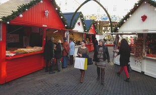 Le marché de Noël se trouve places Royale et du Commerce.