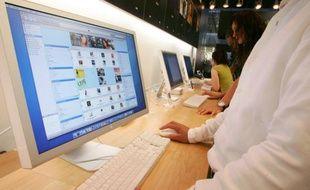 Un internaute sur le point d'acheter de la musique sur un site de téléchargement légal