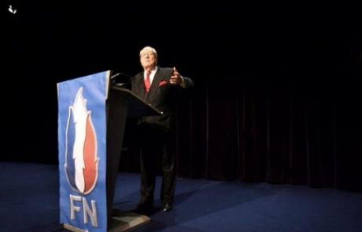 Le Front national, qui a mis en vente son siège de Saint-Cloud (Hauts-de-Seine) pour retrouver de l'argent frais, a choisi de s'installer désormais à Nanterre, a annoncé vendredi Jean-Marie Le Pen dans une vidéo sur le site du Front national. – Valery Hache AFP/Archives