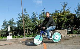 Sebastien Bourbousson est le directeur de Ecovelo, qui lance les vélos publicitaires
