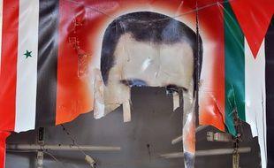 Un poster à l'effigie de Bachar Al-Assad, déchiré, dans la ville de Ras al-Ain (Syrie), en novembre 2012.