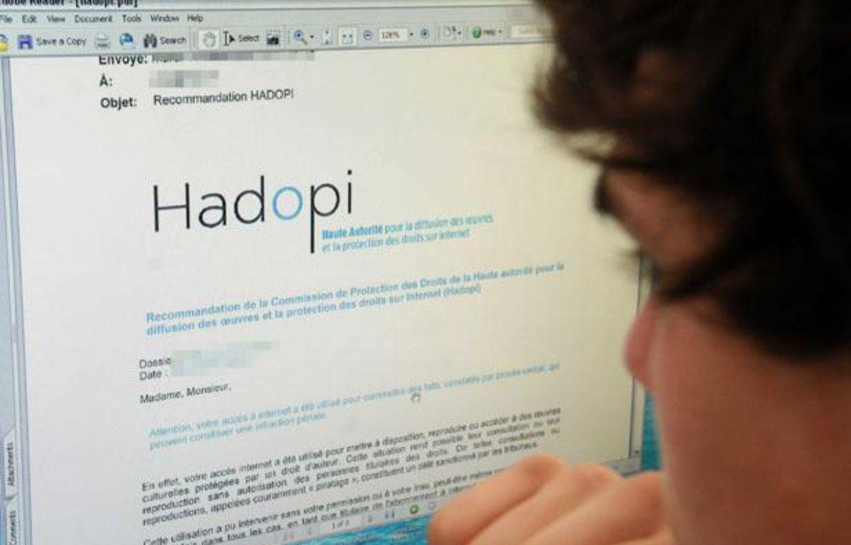 Contre le piratage, la Haute autorité pour la diffusion des oeuvres et la protection des droits sur Internet (Hadopi) envoie des courriels d'avertissement aux personnes ayant illégalement téléchargé du contenu – DURAND FLORENCE/SIPA