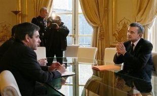 """Le retour lundi à Paris du secrétaire d'Etat à l'Outre-mer Yves Jégo a été mal ressenti en Guadeloupe, où des élus ont appelé à une """"journée île morte"""" pour protester contre le départ soudain du ministre, qui a été reçu dans l'après-midi par le Premier ministre François Fillon."""