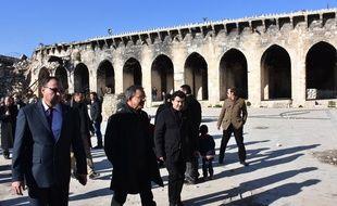 Les députés français Thierry Mariani et Nicolas Dhuicq à Alep le 6 janvier 2017