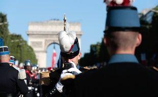 Paris, le 14 juillet 2017. Des étudiants de l'école militaire de Saint-Cyr sur les Champs-Elysées.