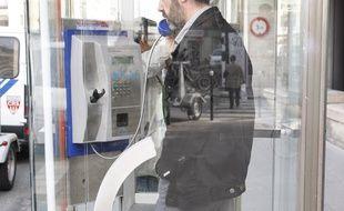 Illustration d'une cabine téléphonique à Paris.