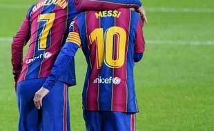Antoine Griezmann et Lionel Messi, sur la pelouse du FC Barcelone le 7 novembre 2020.