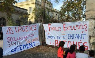 Un rassemblement s'est fait devant l'école Bugeaud