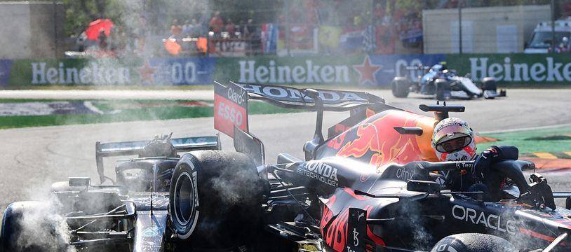 Lewis Hamilton et Max Verstappen se sont accrochés et ont dû abandonner lors du GP d'Italie, le 12 septembre 2021.